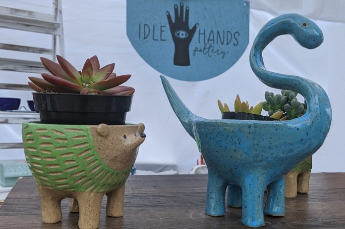Idle Hands Pottery at ArtisanDaily.com