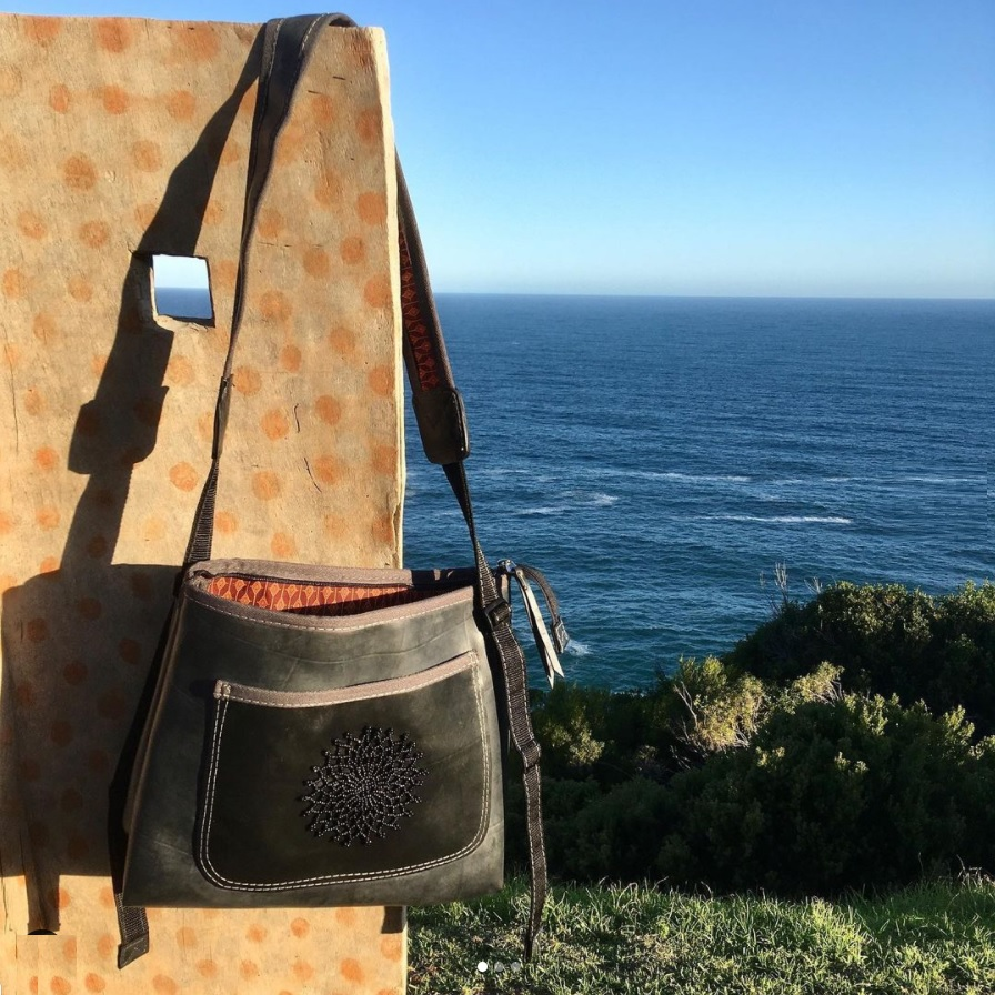 Handicraft Soul - messenger bag from recylced tires